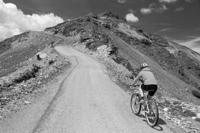 Biking_Mountain_(b+w_200px)